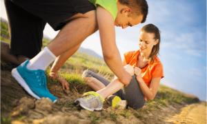 helping injured runner